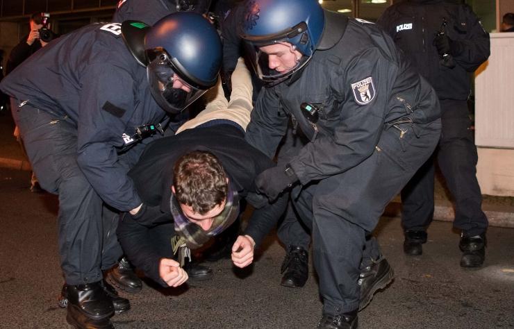Politsei pidas kinni 4 Berliini rünnaku kahtlusalusega seotud isikut