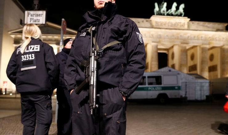 Saksa politsei pidas Berliini veokirünnaku võimaliku abistaja