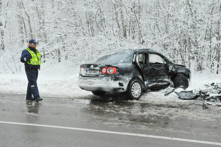 Talvised teeolud on toonud kaasa ligi poolsada liiklusõnnetust