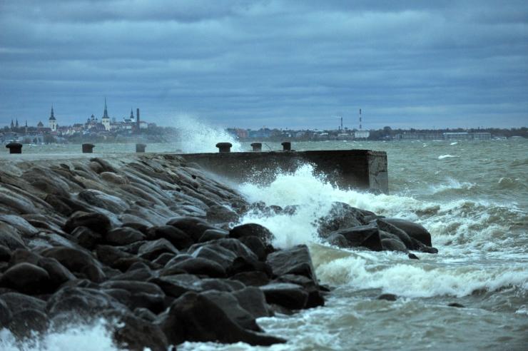 Tormituul võib kergitada lained kuni nelja meetri kõrgusteks