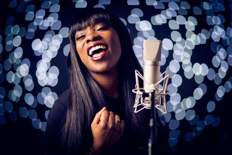 Jazzkaar avalikustas uue artisti: jutuvestja Iyeoka on tuntud nii poeedi kui ka muusikuna