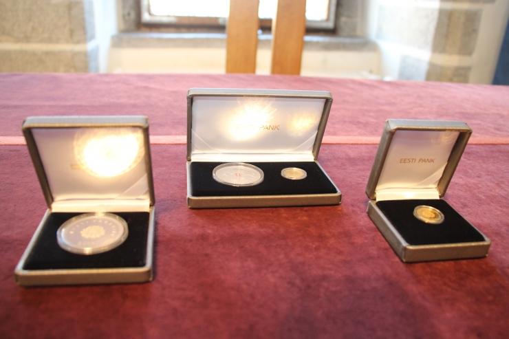 FOTOD! Eesti Pank esitles Tallinnale pühendatud meenemünte