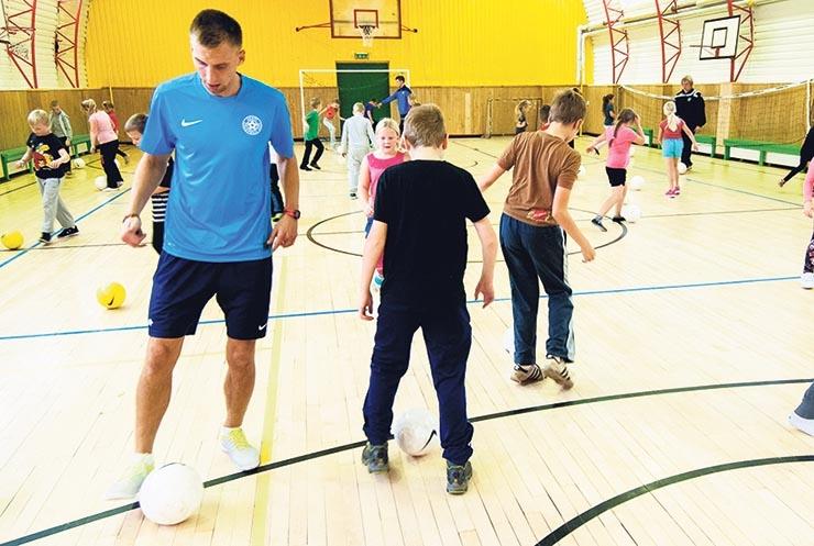 Linn toob lastele sporditreenerid kooli