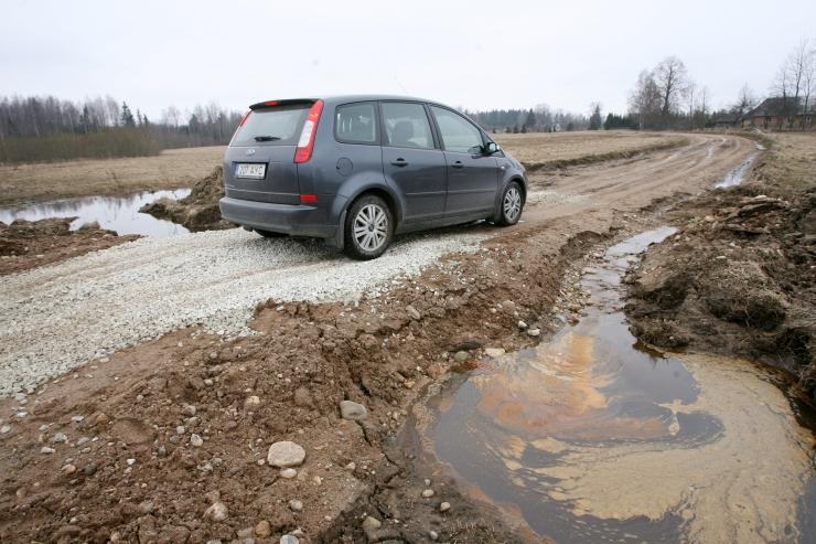 Maanteeamet kehtestab kruusateede päästmiseks massipiirangud