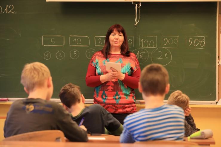 Teadur: enamik vene koole Eestis on dekommuniseerimata