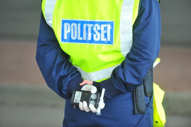 Hoolivad autojuhid saavad politseilt kommi