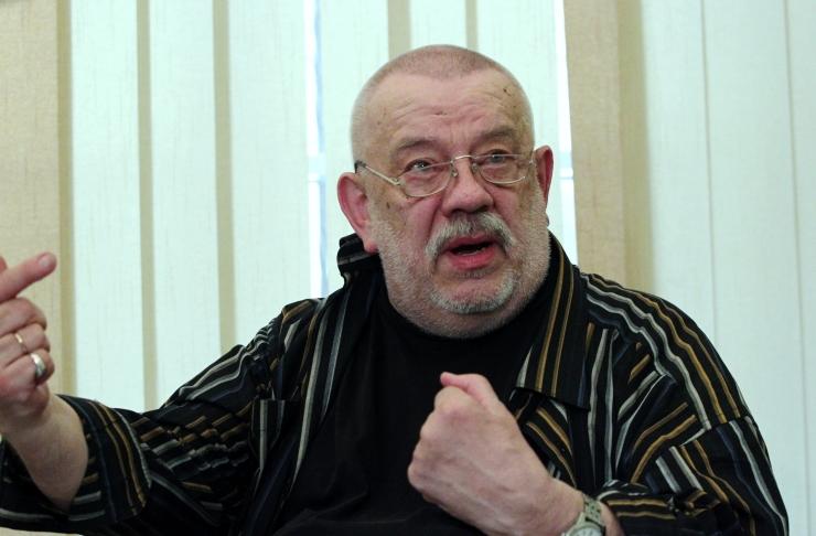 Suri lavastaja Kalju Komissarov