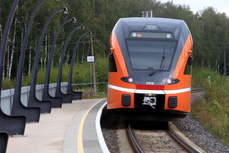 Lugeja kirjutab: miks peavad inimesed täistuubitud rongides minestama?