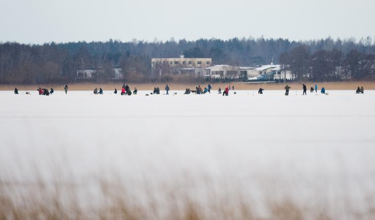 Piirivalvurid suunasid õhukesel jääl kalastanud mehed tagasi kaldale