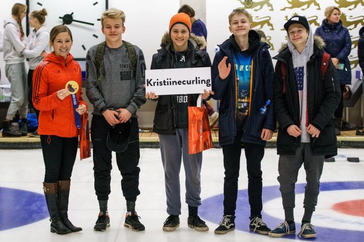 FOTOD! Tallinna koolilapsed õppisid olümpiavõitja juhendamisel curlingut
