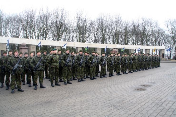 Noorsõdurid andsid Jüriöö pargis truudusetõotuse