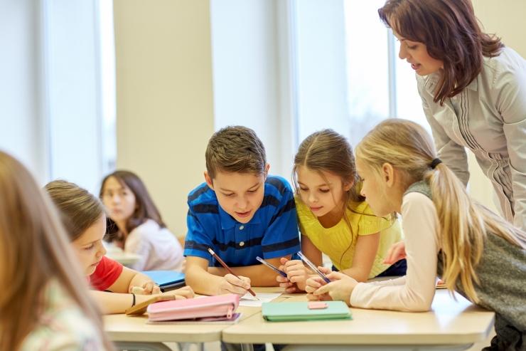 Õpetajate keskmine palk ületas esmakordselt 1200 euro piiri