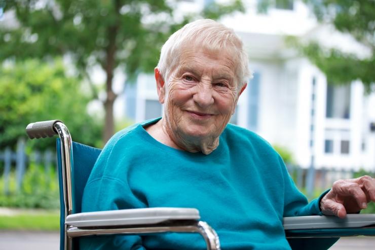 Üksi elava pensionäri toetuse maksmist hakatakse arvestama aprillist