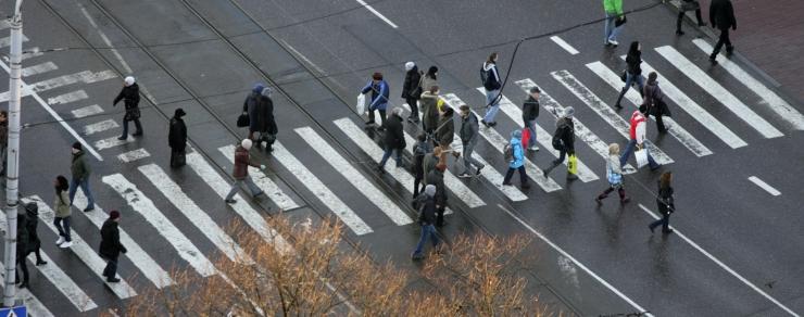 Tallinn paneb eakate liikumisteedele autode hoogu piiravad tõkked