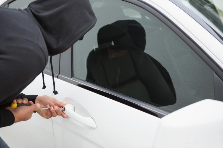 Viimasel ajal on sagenenud sõidukite peeglite ja esitulede vargused