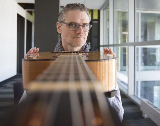 Homme esineb Vabal Laval hinnatud flamenkokitarrist Jesse Cook