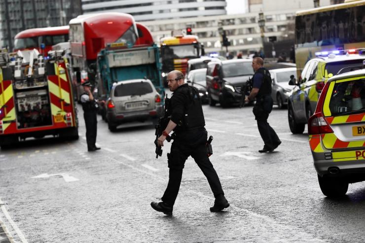 FOTOD! Suurbritannia parlamendi juures leidis aset koordineeritud rünnak