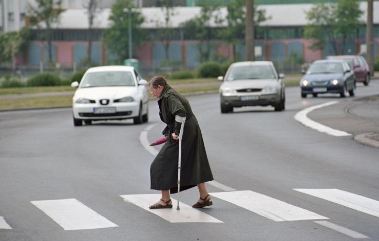 Päeva ainsas liiklusõnnetuses sai viga auto alla jäänud eakas naine