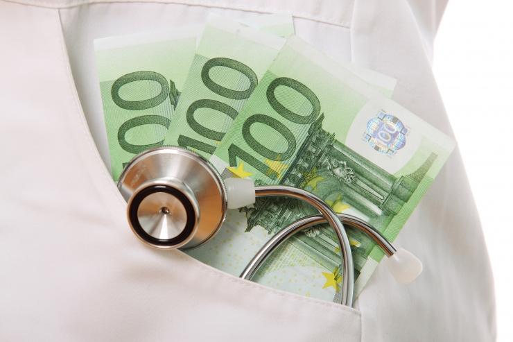 Tipparst: mis juhtuks, kui kõik haigekassa partnerid ütleksid lepingu üles ja nõuaksid patsientidelt ise oma kulude katmist?