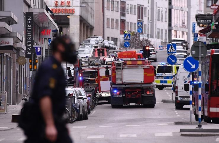 Stockholmis rammis veok rahvahulka, hukkus vähemalt kolm inimest