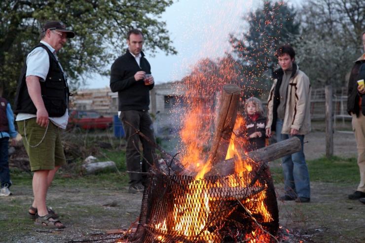 Keskkonnaministeerium meenutab: prügi ei tohi lõkkes põletada