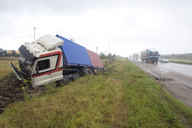 Ambla vallas hukkus veoki ja sõiduauto kokkupõrkes naine