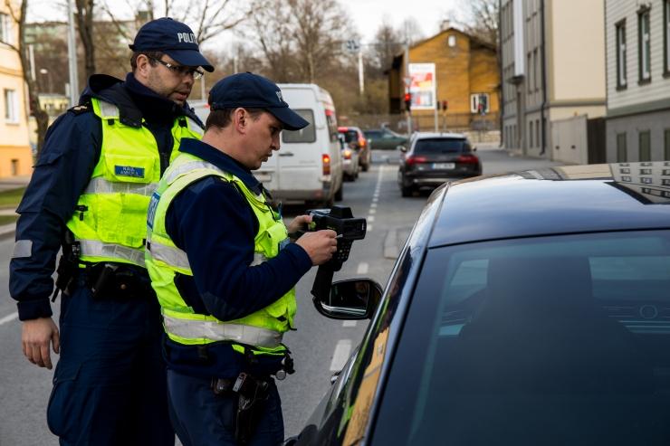 Politseinikud võtavad pihtide vahele raske jalaga autojuhid