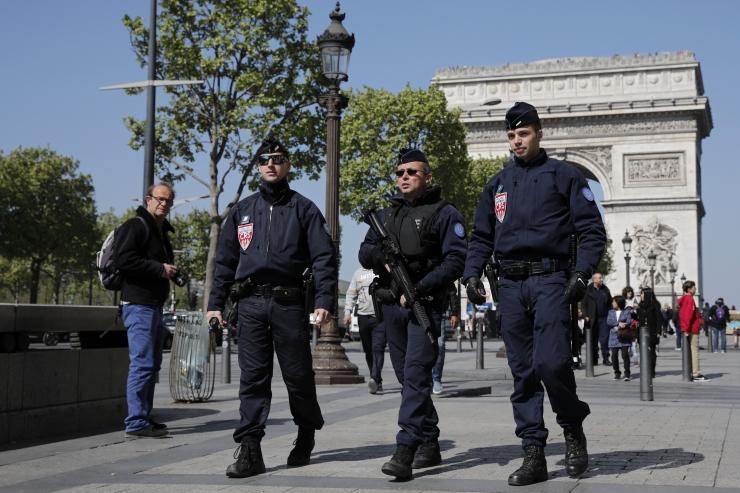 Ametnikud: Pariisi tulistaja peeti veebruaris kinni, kuid vabastati