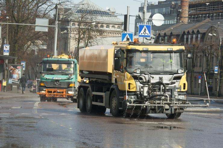 FOTOD! Tallinna tänavad löödi läikima