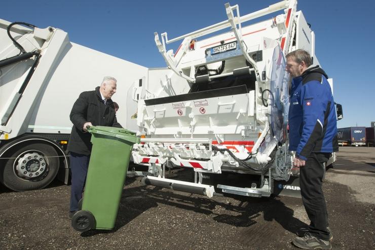 FOTOD JA VIDEO! Arvo Sarapuu linna uutest prügiautodest: see on isegi Euroopa mõistes uus tehnoloogia