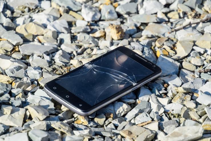 KURB VÕI NALJAKAS? 10 kummalist juhtumit, kuidas eestlased oma telefoni purustasid
