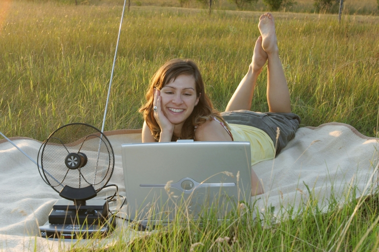 Loe, kuidas kasvõi keset põldu internetis surfata!