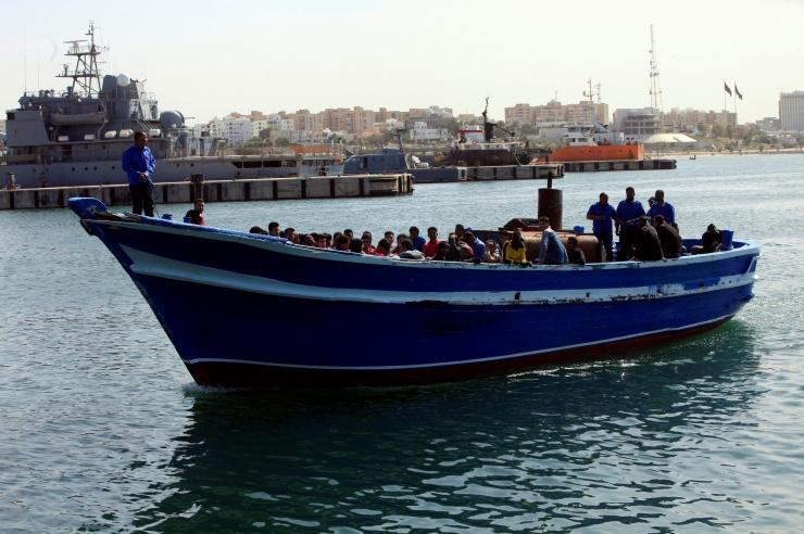"""Liibüa napsas """"mereduellis"""" Saksa päästelaeva eest ligi 500 migranti"""