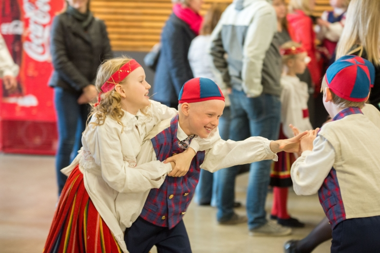 Tallinna lasteaiad saavad linnalt kingituseks rahvariided