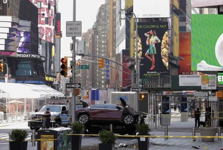 """FOTOD! Allikad: Times Square'il rahva sekka sõitnu """"kuulis hääli"""""""