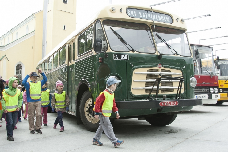 Ilmus lasteraamat Tallinna 95.aastasest bussiliiklusest