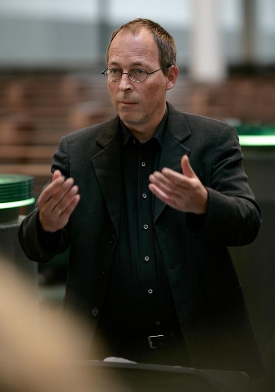 """Eesti Filharmoonia Kammerkoori """"Peadirigentide"""" sarja lõppkontserdil dirigeerib Daniel Reuss"""