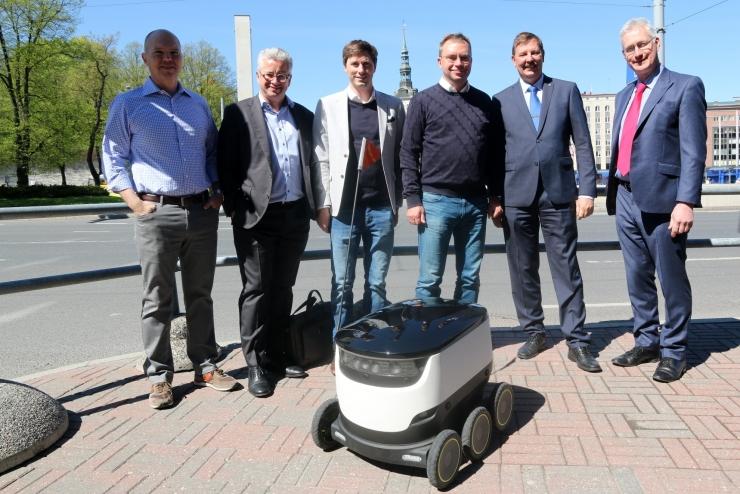 Pakirobot külastas Tallinna linnavalitsust