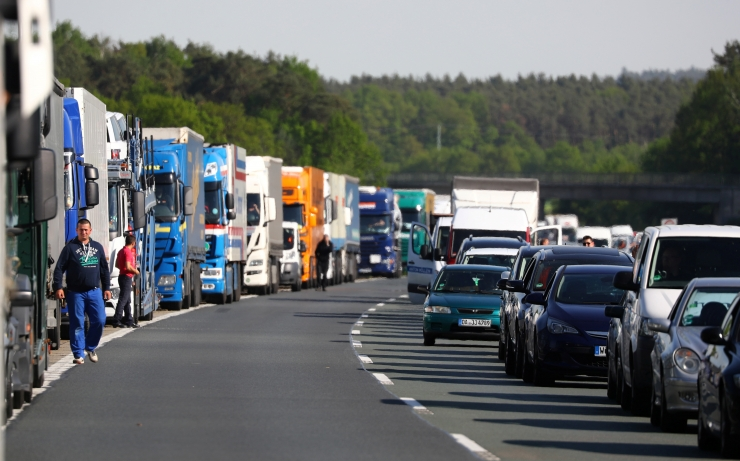 Saksamaa keelab autojuhtidel puhkeaja veetmise auto kabiinis