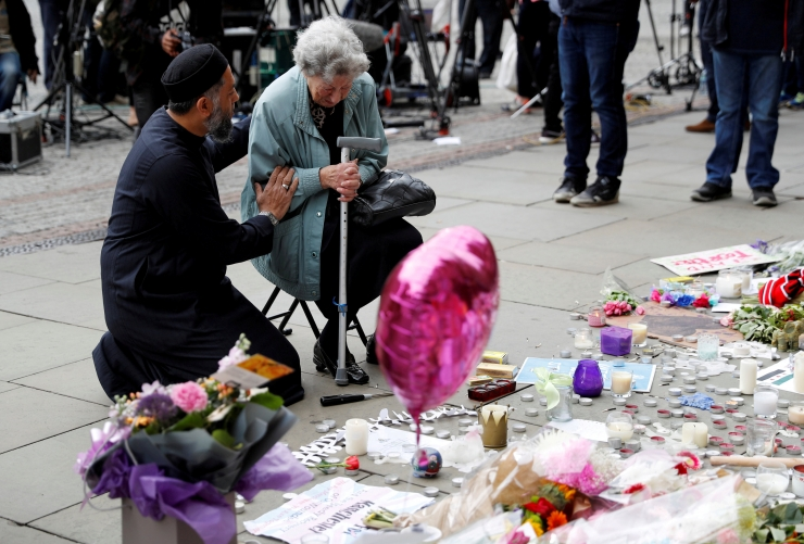 Politsei pidas kinni seitsmenda isiku seoses Manchesteri rünnakuga