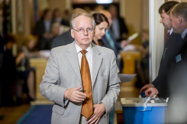 Eesmaa: Korb käitus tagasi astudes riigimehelikult