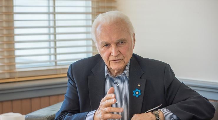 ARNOLD RÜÜTEL: Sünnipäevakingitusena sooviksin, et eesti rahvas jääks kestma!