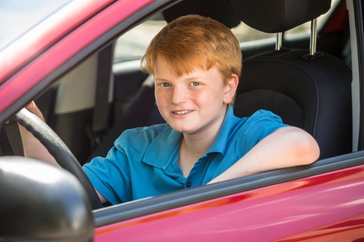 Autorooli istunud 14-aastane poiss põhjustas raske õnnetuse