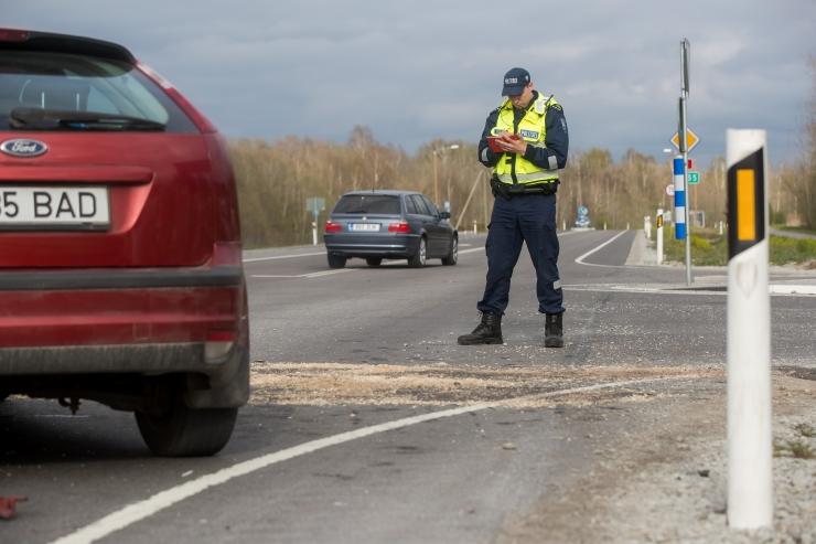 Avarii Ääsmäe-Haapsalu maanteel häirib tugevalt liiklust