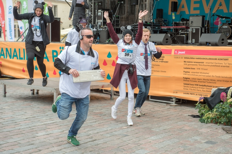 VAHVA GALERII! Rat Race'il jooksid kontorirotid heategevuse nimel võidu