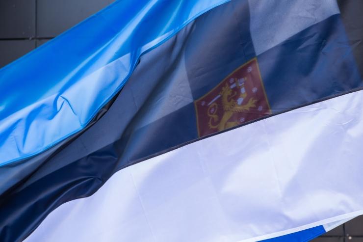 Lapsed avavad Eesti lipu päeval Paide lipuväljaku