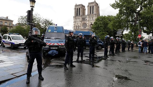 Pariisi politsei: olukord Jumalaema kiriku juures on kontrolli all