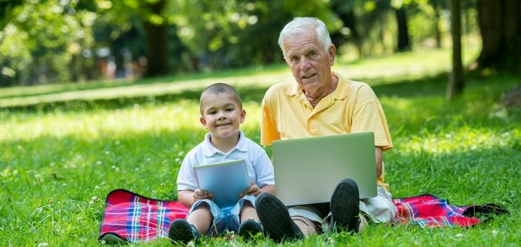 Uuring: noored käituvad nutimaailmas vanavanematest turvalisemalt