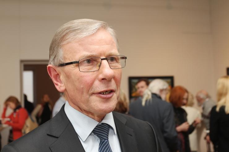 Tallinna raekojas näeb Eesti kunsti Enn Kunila kunstikogust