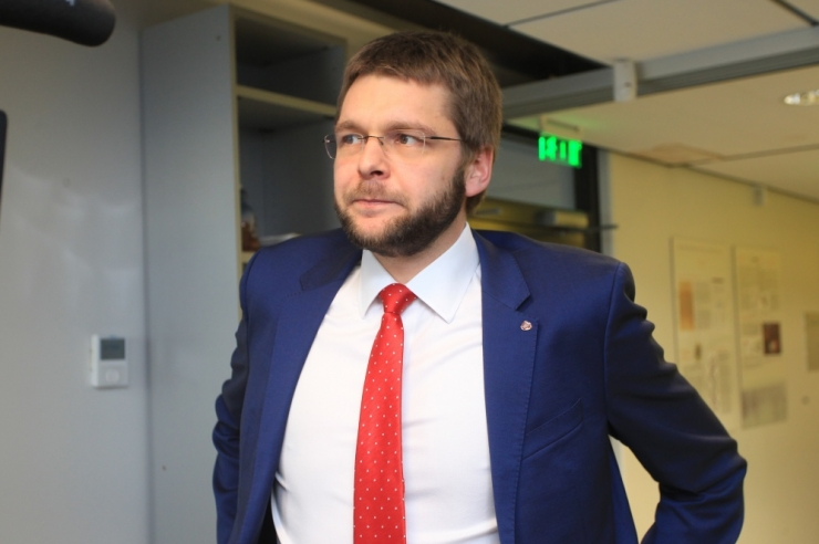 Ossinovski tahaks kulude kokkuhoiuks 23-miljonist geeniteabe varamut